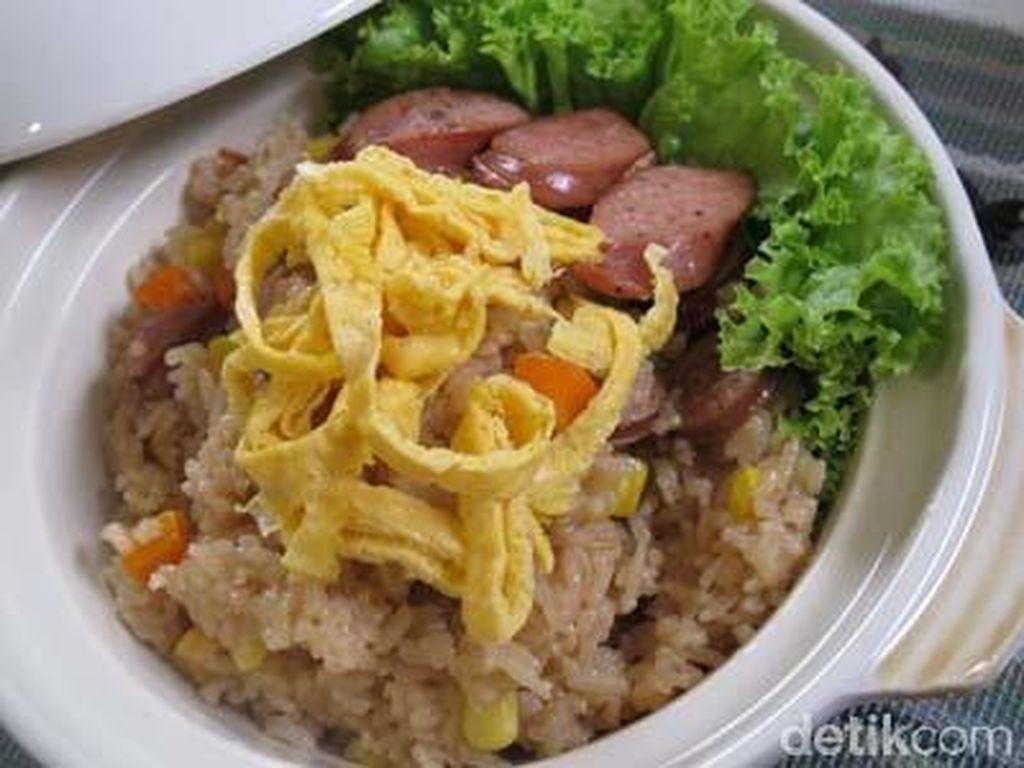 Punya Beras dan Rice Cooker? Bikin Nasi Sosis dan Teri Pedas yang Enak Buat Berbuka