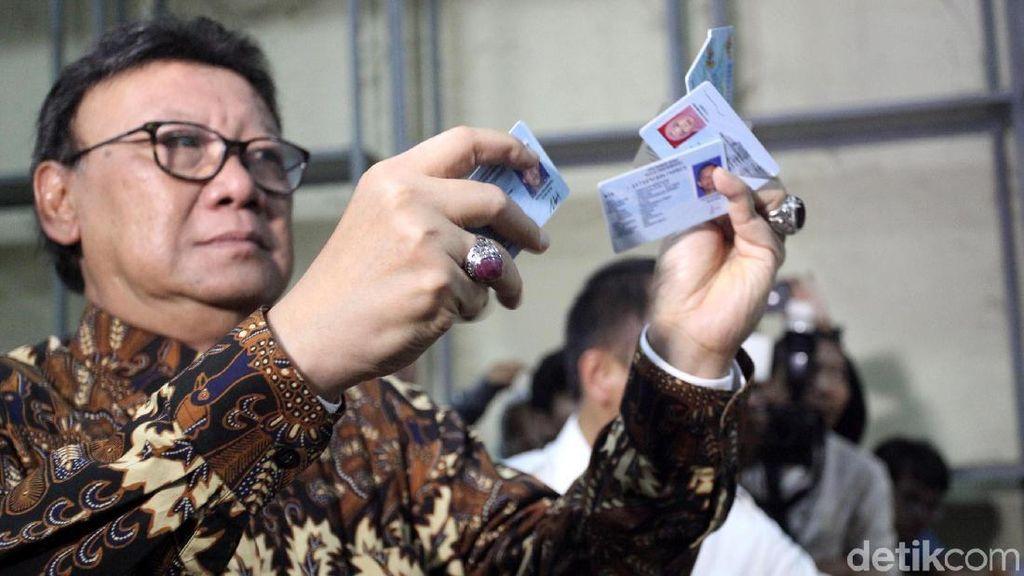 Tjahjo Kumolo Cek Gudang e-KTP yang Tercecer di Bogor