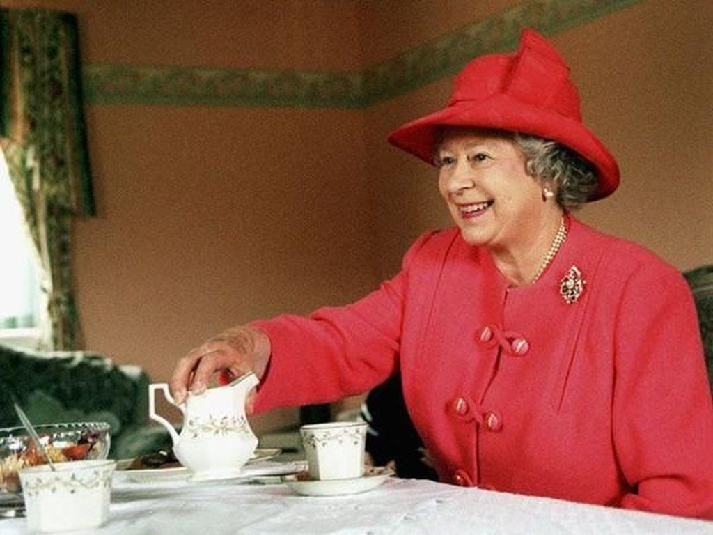Mau Makan Malam Bersama Ratu Elizabeth II? Ini Dua Aturan yang Harus Ditaati