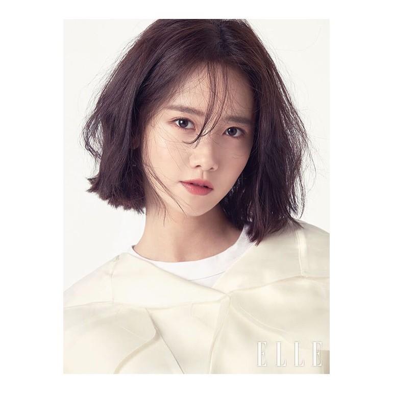 Menurut dokter bedah Kim Jong Myung, pemain film Exit tersebut adalah ikon kecantikan baru yang ingin ditiru banyak wanita. Yoona SNSD dianggap punya kecantikan tradisional dengan mata besar berkelopak ganda dan hidung mancung sempurna. Meski tergolong idol senior, hingga kini masih banyak wanita menginginkan wajah Yoona. Foto: Instagram @yoona__lim