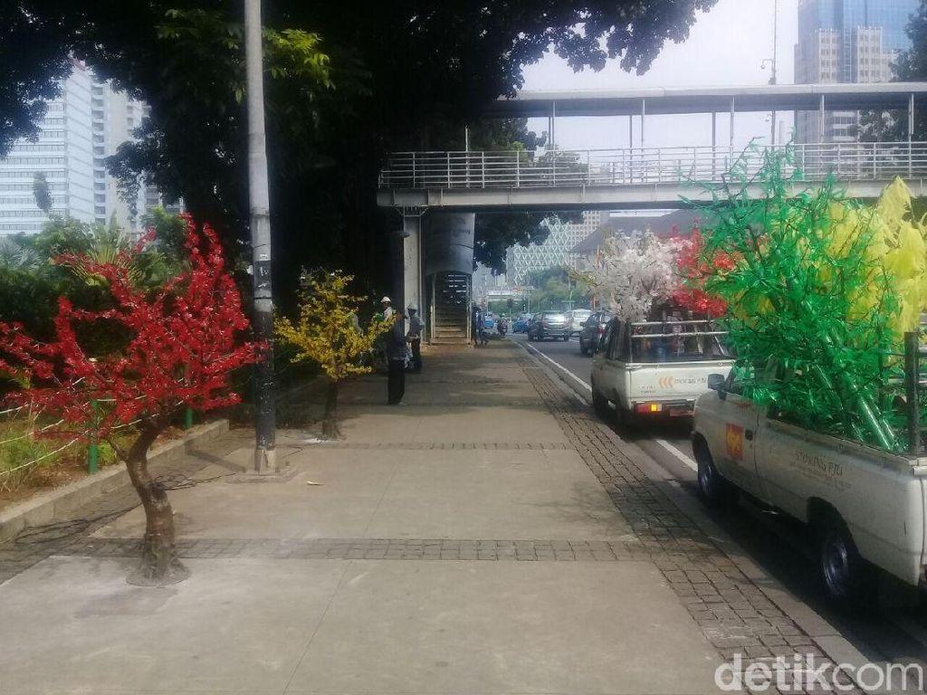 Pohon Imitasi di DKI Bakal Dipasang Lagi, Bukan di Trotoar