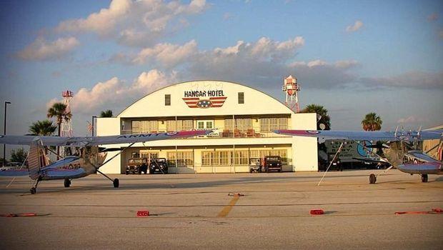 (Hangar Hotel)