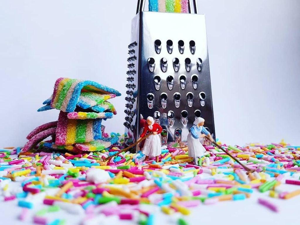 Kreatif! Seniman Ini Bikin Karya Mikro Fotografi dari Alat Dapur dan Makanan