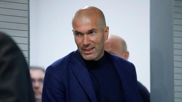 Soccer Football - Real Madrid - Zinedine Zidane Press Conference - Valdebebas, Madrid, Spain - May 31, 2018   Real Madrid coach Zinedine Zidane arrives for the press conference   REUTERS/Juan Medina