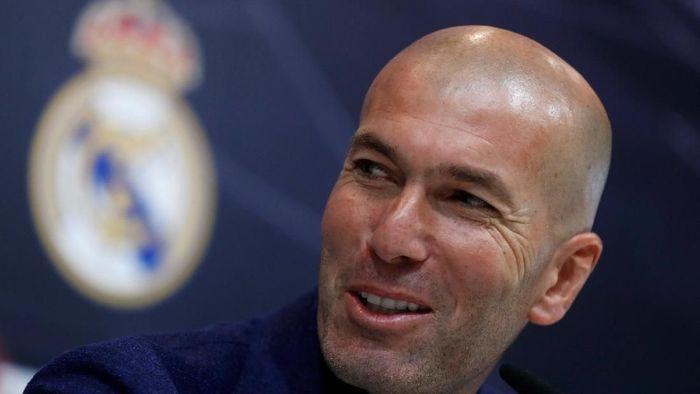 Zinedine Zidane disarankan menangani klub Premier League. (Foto: Juan Medina/Reuters)