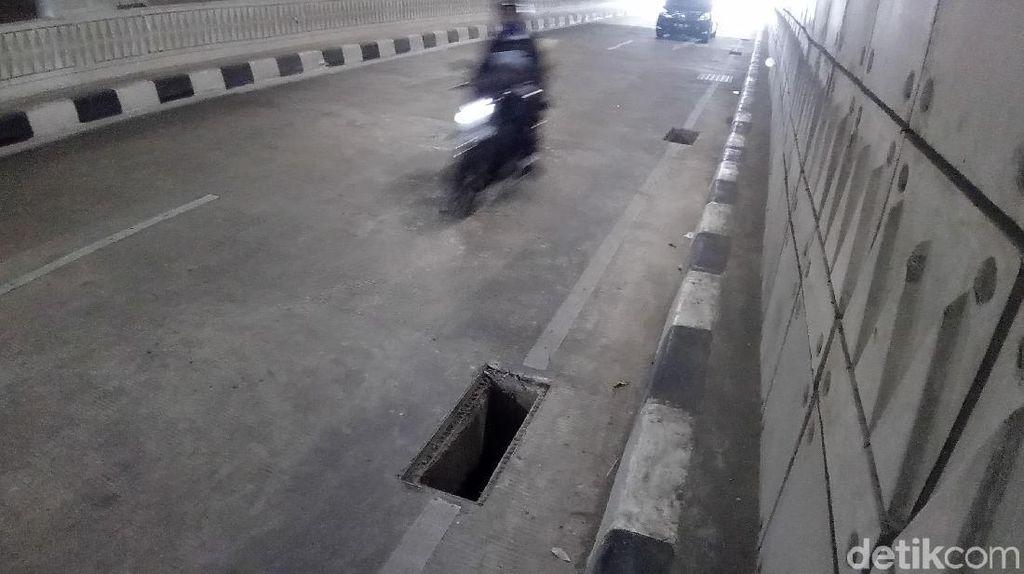 Penampakan Lubang Gorong-gorong Tanpa Tutup di Underpass Mampang