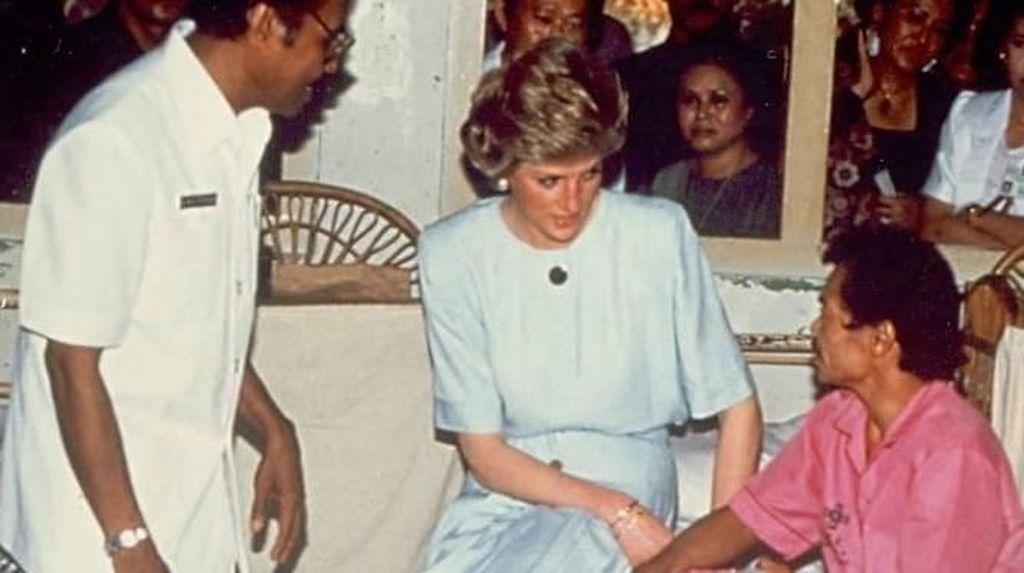 Foto: Nostalgia Putri Diana Kunjungi Pasien Kusta di Indonesia