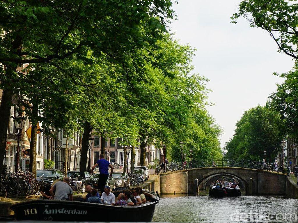 Amsterdam yang Hidup dari Kanal