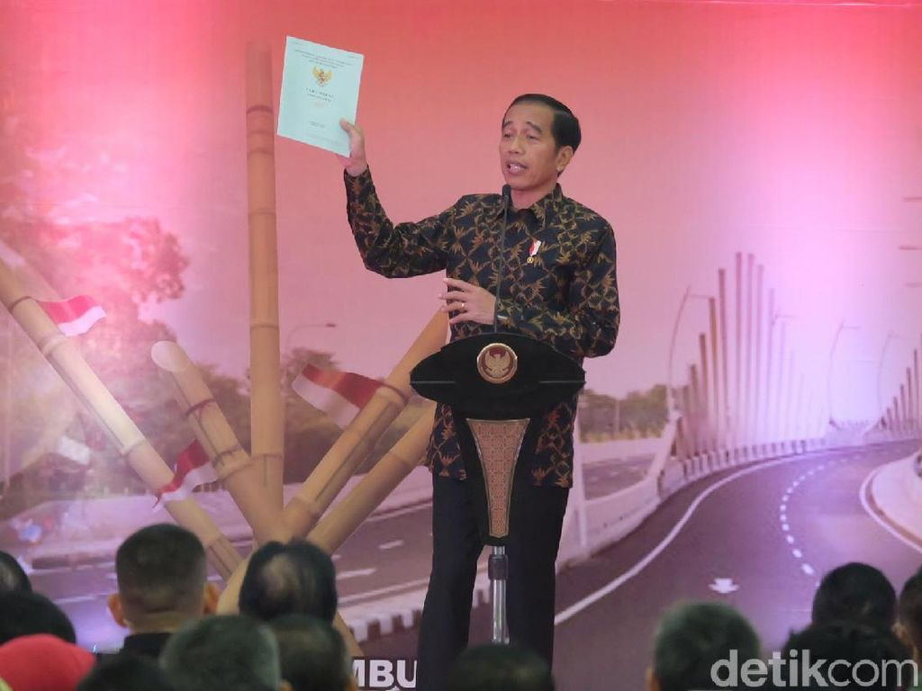 Jokowi Buka Suara Turun Tangan Bagi-bagi Sertifikat Tanah