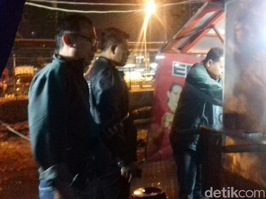 Razia di Tambora, Polisi Sita 21 Botol Miras dari Warung Jamu