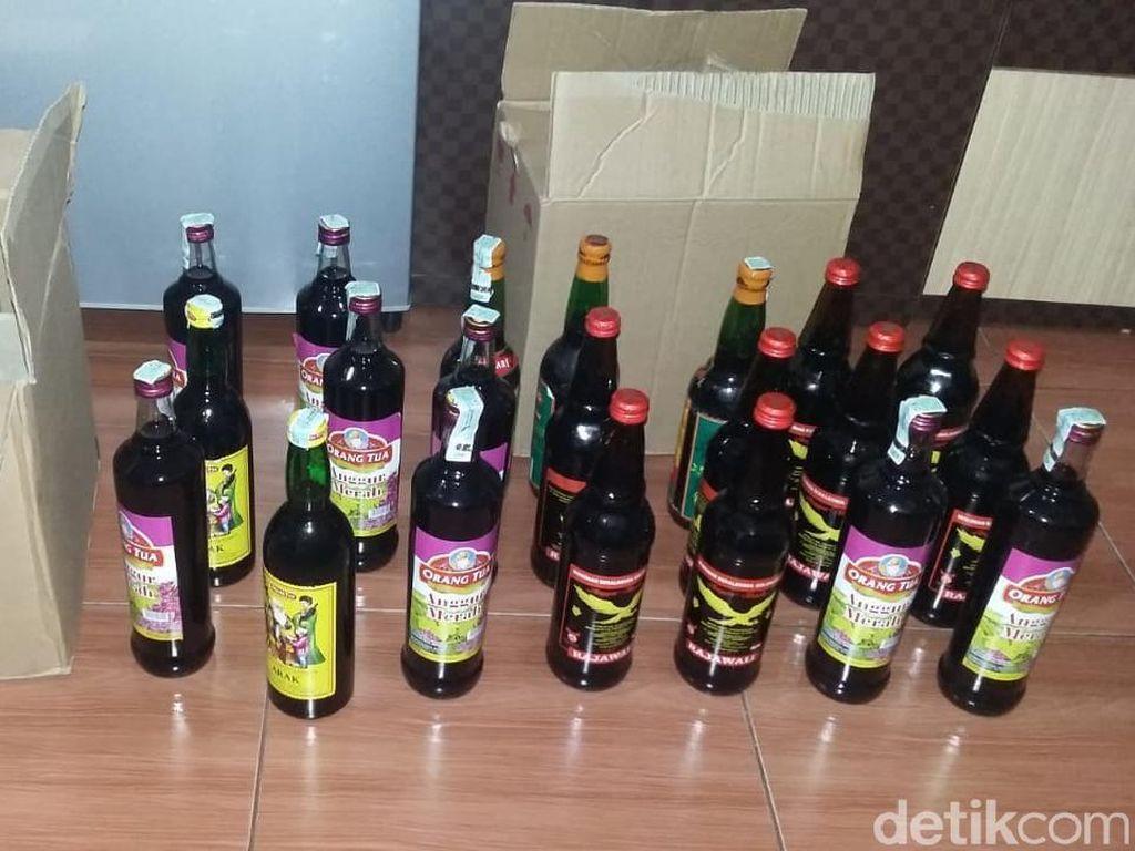 Jelang Ramadhan, Satpol PP Sita Ratusan Botol Miras di Kafe Purwakarta