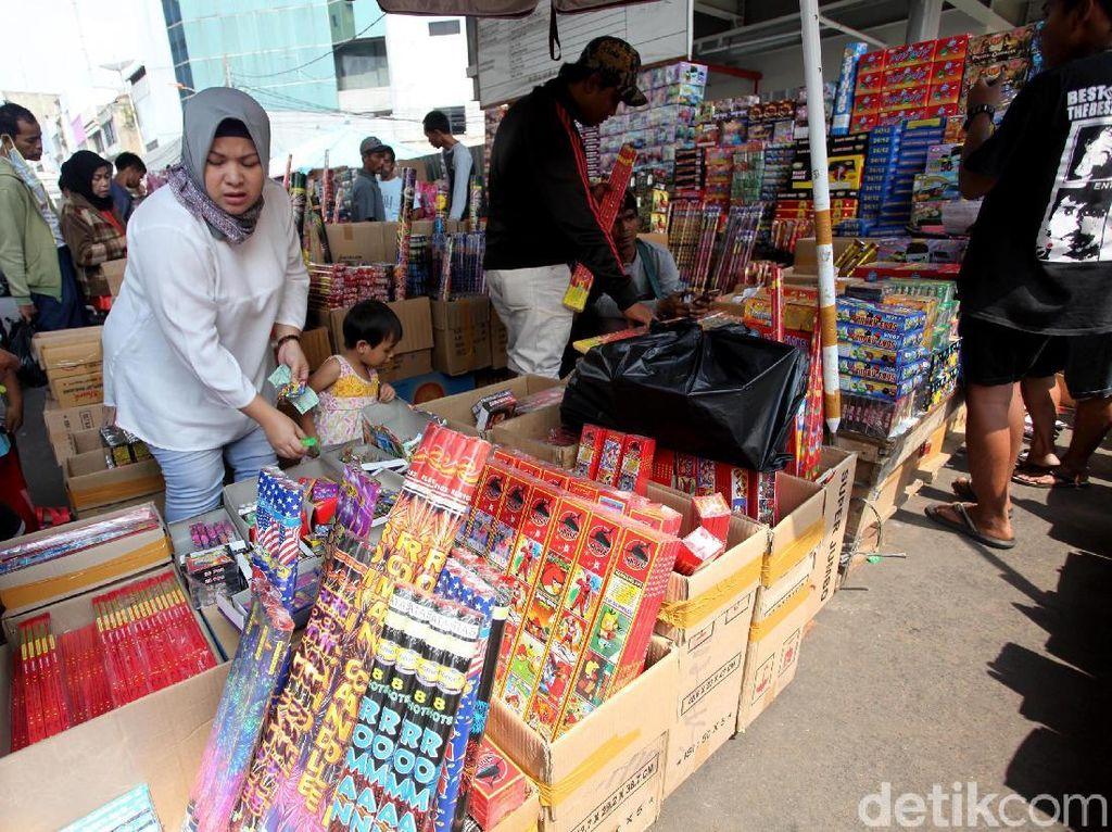Kembang Api dari China Dijual Rp 5.000 sampai Rp 3 Juta