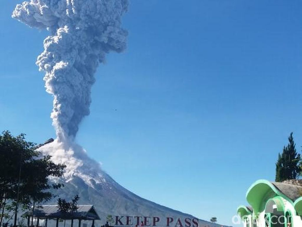 Gunung Merapi Erupsi, Ketep Pass Mendadak Ramai Pengunjung