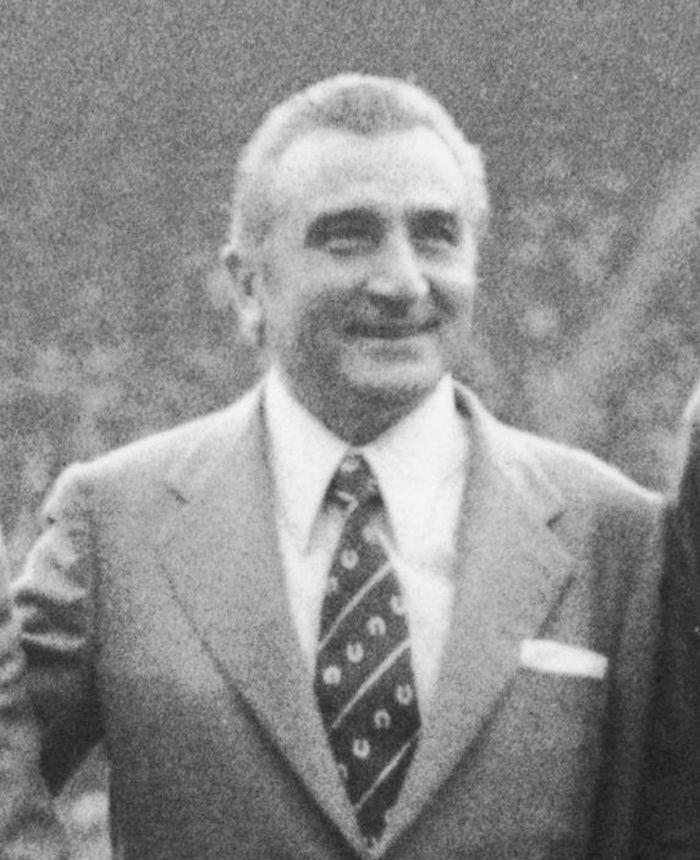 Usai gantung sepatu, Miguel Munoz menangani tim reserve Madrid --yang kala itu bernama Plus Ultra CF-- pada 1959-1960. Ia kemudian melatih tim utama sampai 1974, menyumbang sembilan gelar La Liga dan dua gelar Piala Champions. Foto: Central Press/Getty Images