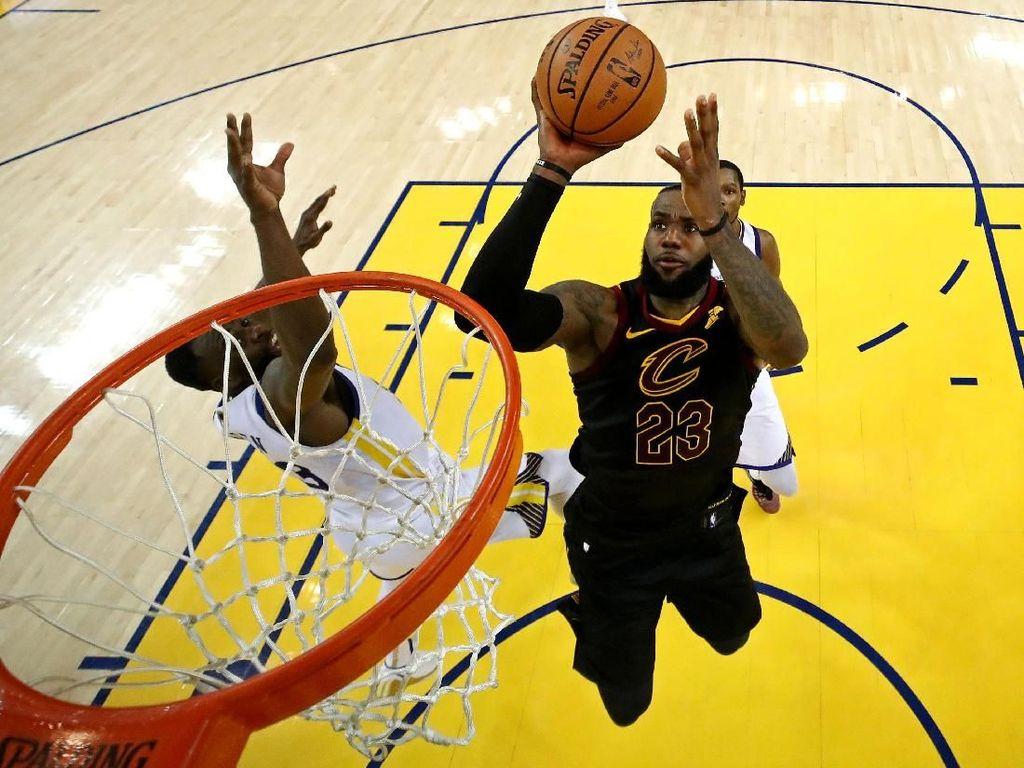 LeBron 51 Poin, tapi Cavs Dikalahkan Warriors di Gim Pertama Final