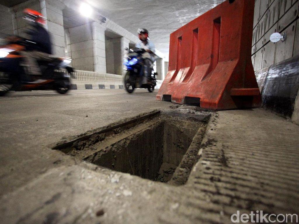 Astaga! Penutup Gorong-gorong di Underpass Mampang Dicuri