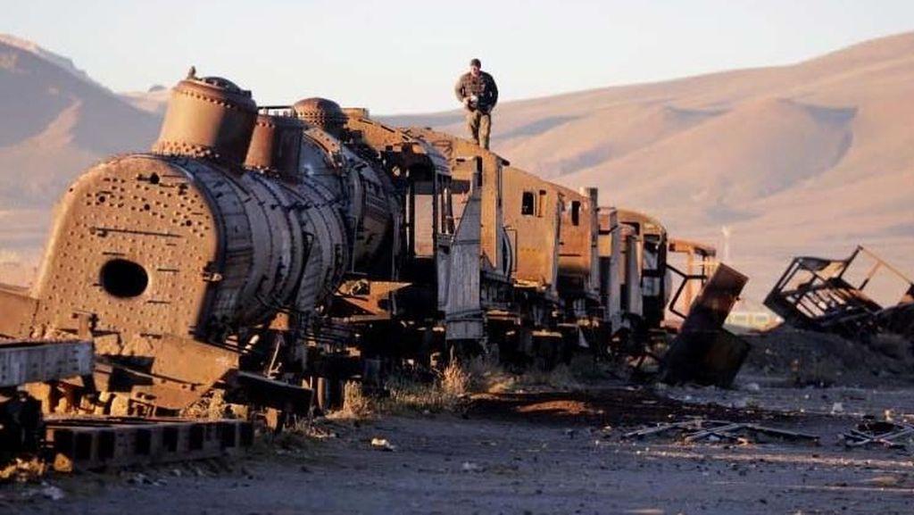 Mengintip Kuburan Kereta di Bolivia