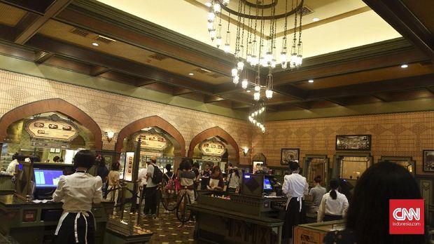 Explorer's Club, Restoran yang menyediakan menu halal di Hong Kong Disneyland.