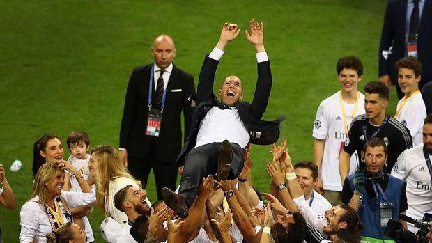 Zinedine Zidane meninggalkan Real Madrid hanya beberapa hari setelah memenangi Liga Champions