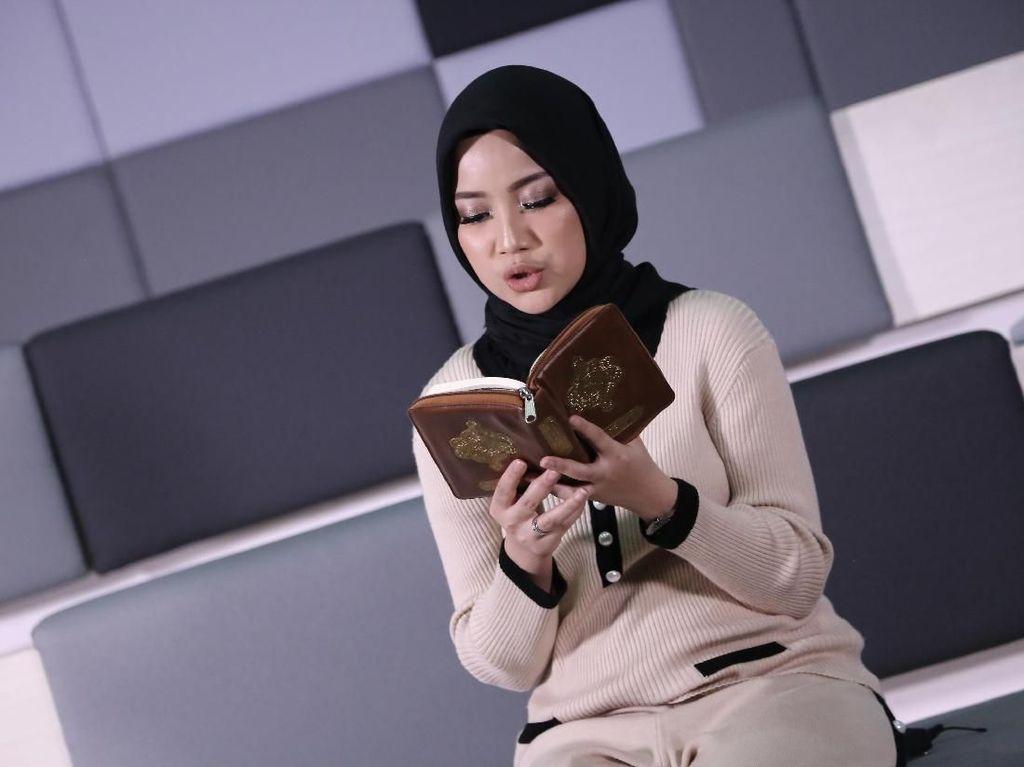 Bagi Chacha Frederica Hijab Bukan Hanya Sekedar Agama