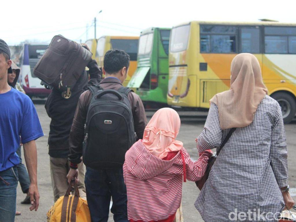 Terminal Guntur Garut Siapkan 182 Bus untuk Angkut Pemudik