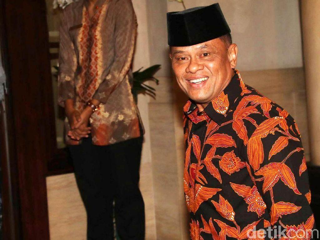 Potret Gatot Nurmantyo: Melangkah, Senyum, dan Cium Tangan SBY