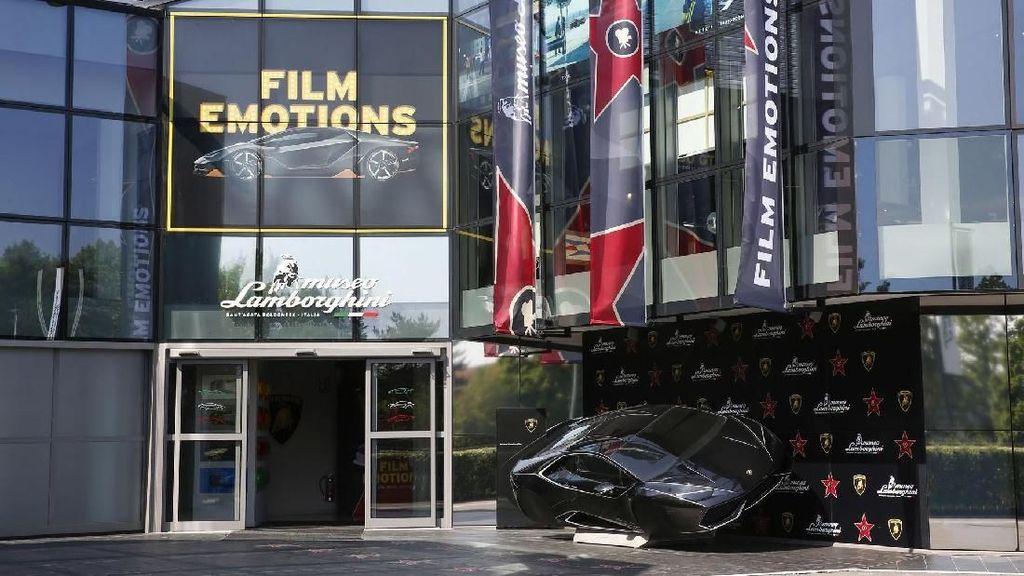 Di Museum Lamborghini Ada Lamborghini Batman dan Fast&Furious