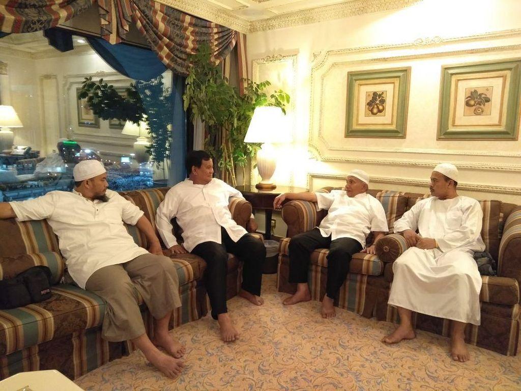 Cerita Hangatnya Pertemuan Prabowo-Amien Rais dan PA 212 di Mekah