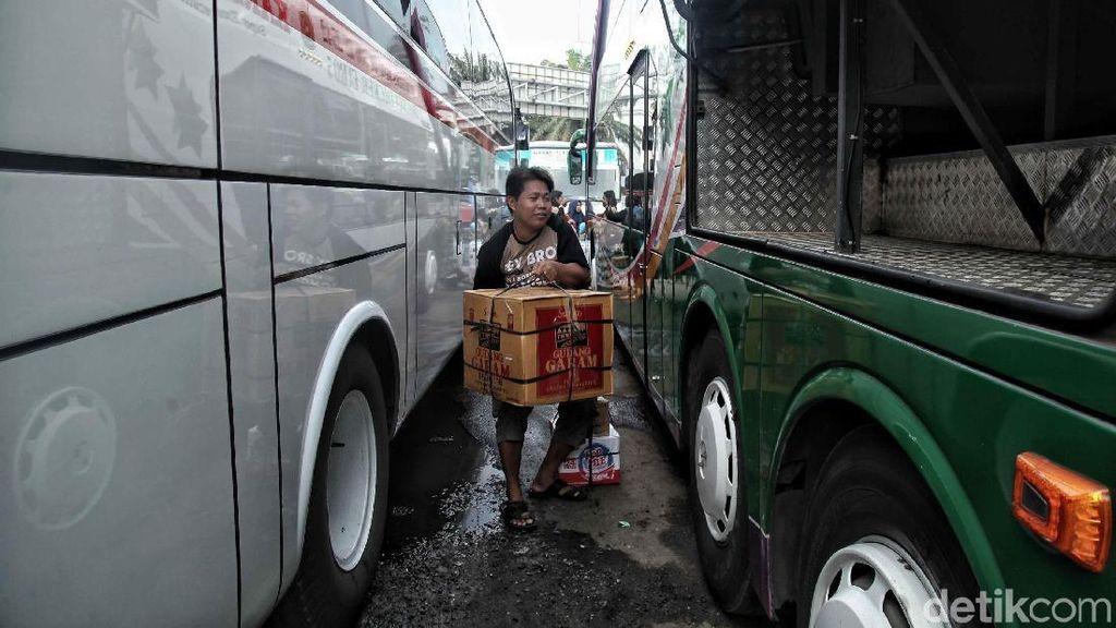 Pemudik Mulai Padati Terminal Tanjung Priok
