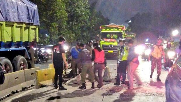 Kecelakaan truk di Jl S Parman, Jakarta Barat