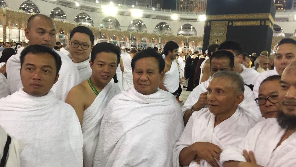 Potret Pertemuan Prabowo dan Amien Rais saat Umrah