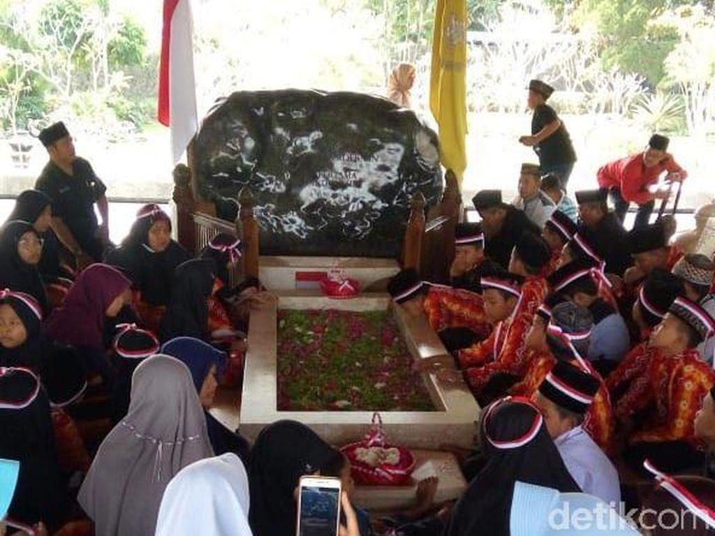 Anak-anak Yatim di Ngawi Doakan Bung Karno dan Puti