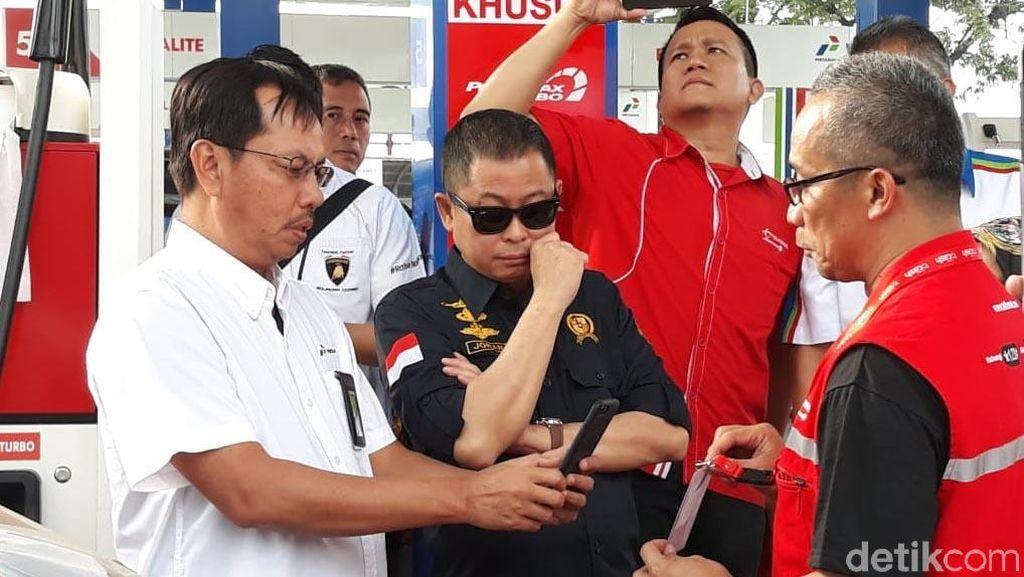 Berkacamata Hitam, Jonan Cek SPBU di Jakarta-Surabaya