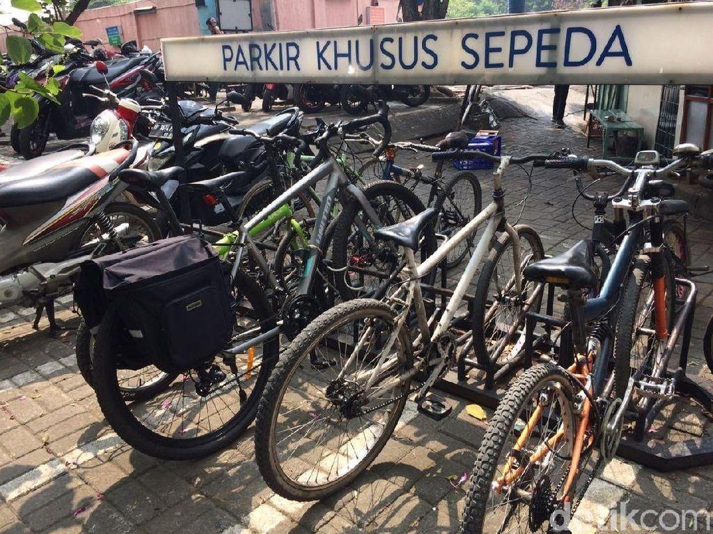 Susah Parkir Sepeda di Stasiun, Pegowes Bikin Petisi untuk PT KAI
