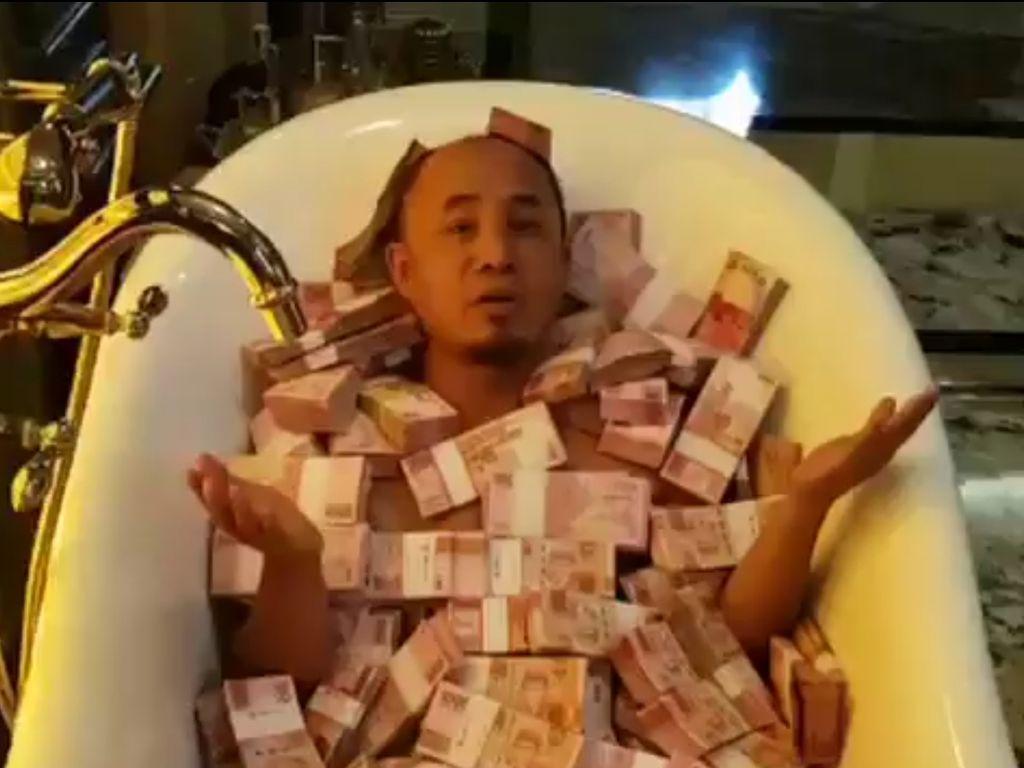 Pria Mandi Uang di Bathtub, Polri: Itu Memancing Pelaku Kejahatan