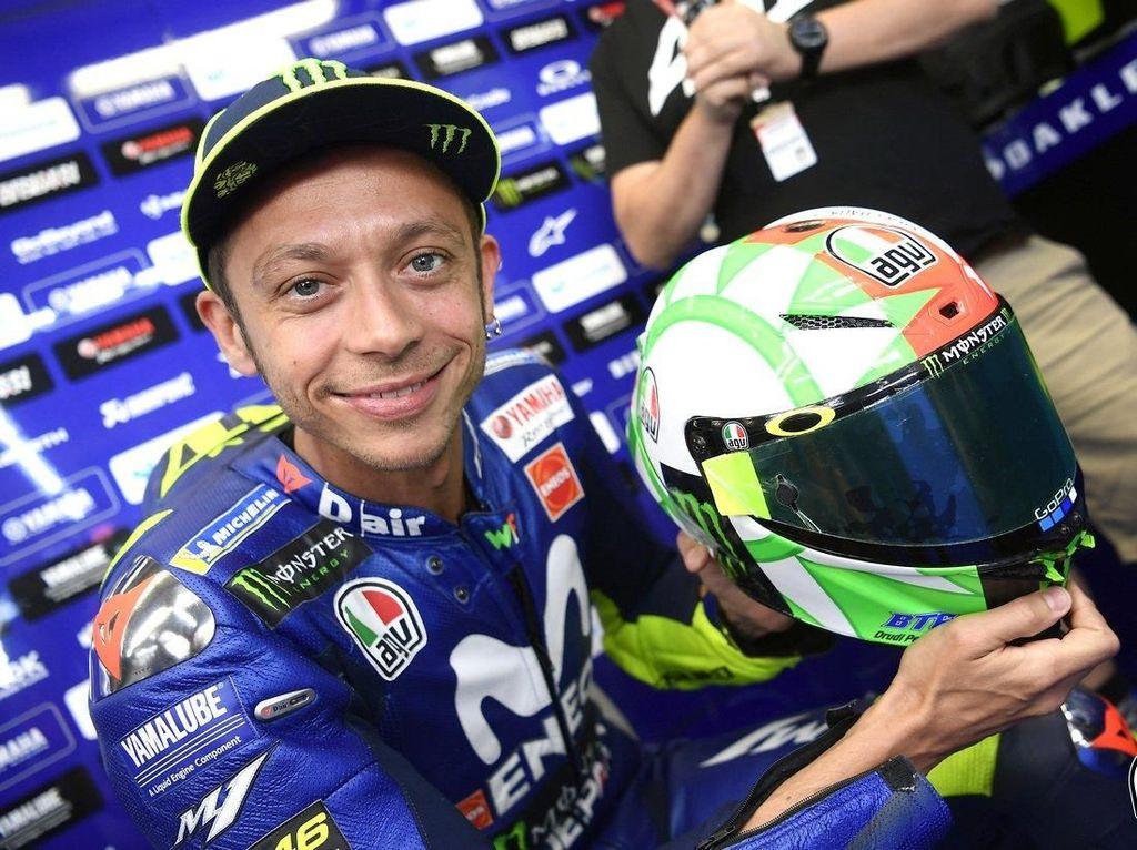 Rossi Melesat dengan Helm Barunya di MotoGP Italia