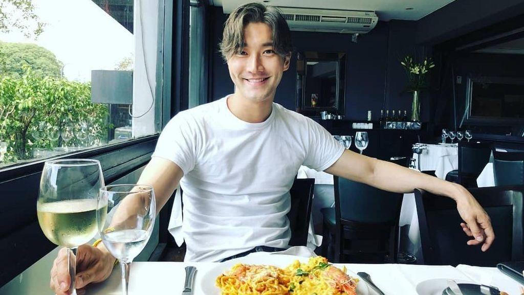 Yuk, Intip 10 Keseruan Penyanyi Choi Siwon Kalau Lagi Makan