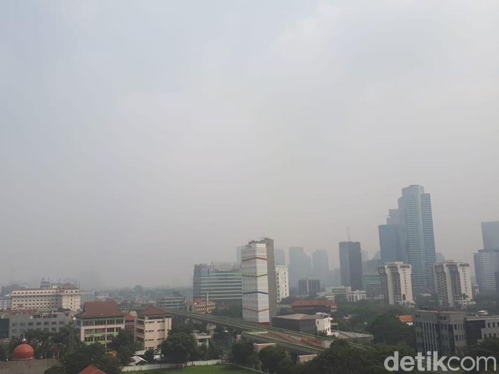Penampakan Kabut yang Selimuti Jakarta Hari Ini