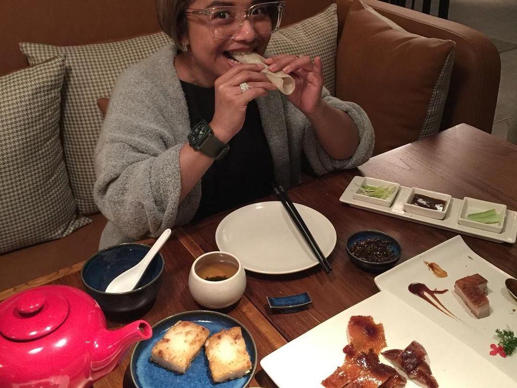 Nasi Timbel dan Bebek Peking, Jadi Makanan Kesukaan Ruth Sahanaya