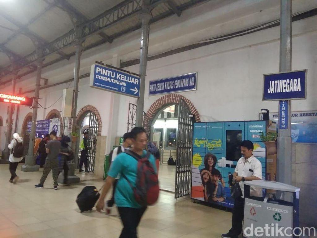 Ada Demo, 6 KA Keberangkatan Stasiun Gambir Bisa Naik di Jatinegara Khusus Hari Ini