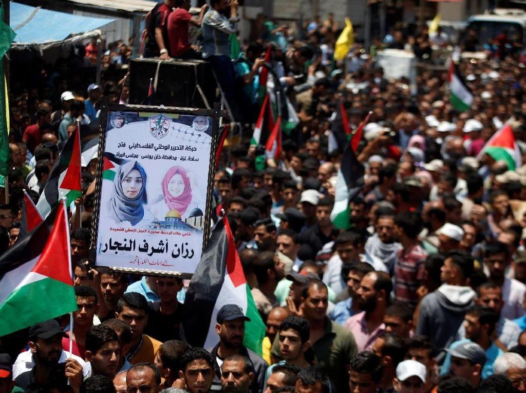 Ribuan Warga Palestina Antar Jenazah Sang Pemberani Razan al-Najjar