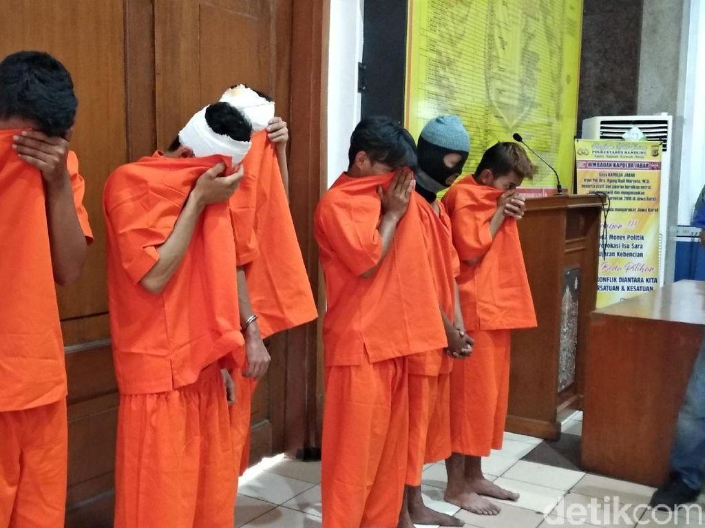 Ditangkap, Tujuh Anggota Geng Motor Ini Mewek di Kantor Polisi