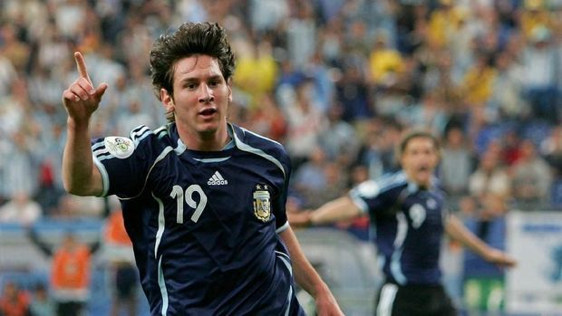 GELSENKIRCHEN, GERMANY - JUNE 16:  Lionel Messi of Argentina celebrates scoring the sixth goal during the FIFA World Cup Germany 2006 Group C match between Argentina and Serbia & Montenegro at the Stadium Gelsenkirchen on June 16, 2006 in Gelsenkirchen, Germany.  (Photo by Laurence Griffiths/Getty Images)