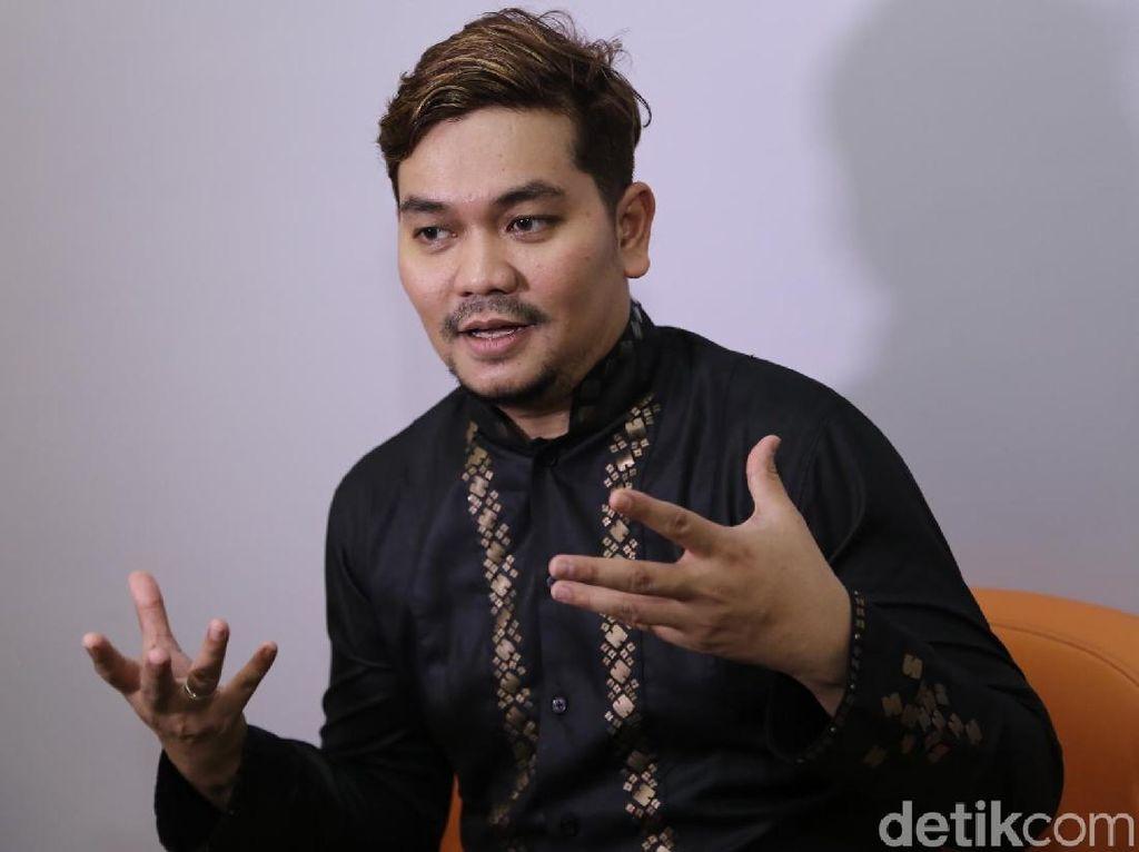 Lagi Jadi MC Pernikahan Terus Mati Lampu, Indra Bekti Juga Mengungsi ke Mal