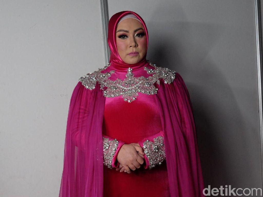 Melly Goeslaw Sambut Suka Cita Nikita Mirzani Berhijab
