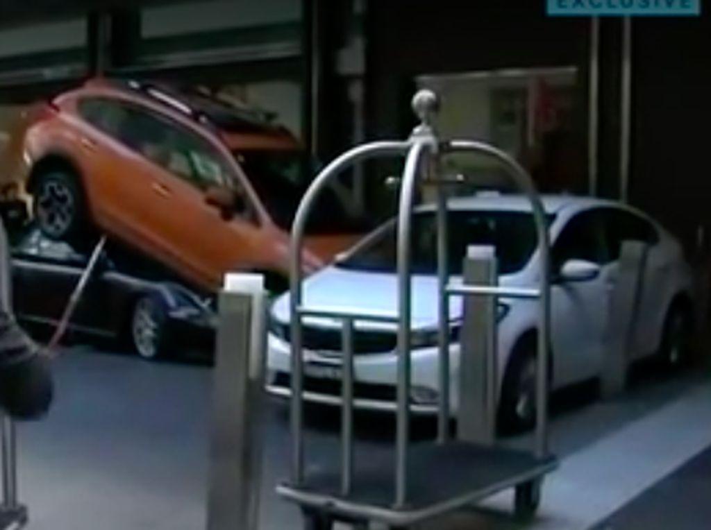 Diparkir Valet Mobil Malah Ringsek