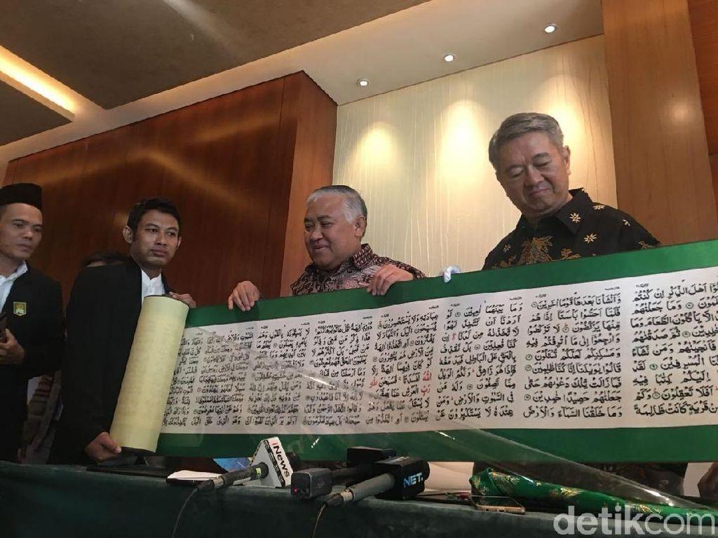 Pengusaha Konghucu Hadiahkan Mushaf Alquran 17 Meter untuk RI
