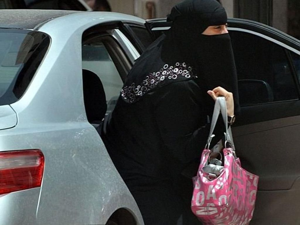 Wanita Akan Dibolehkan Nyetir di Arab Saudi, Anak Muda Antusias