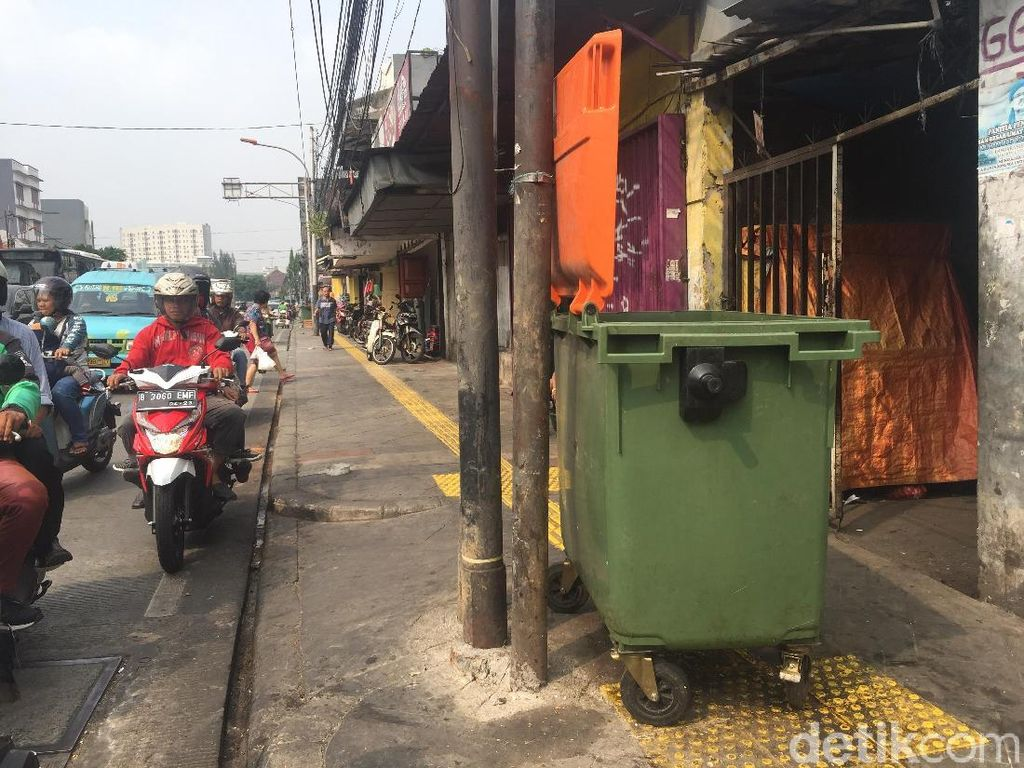 Penampakan Tong Sampah Made in Jerman di Jatinegara