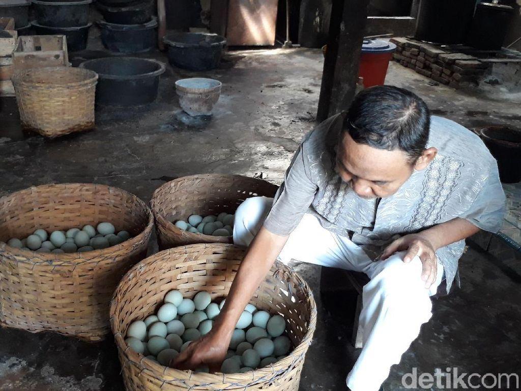 Produsen Telur Asin Brebes Terdampak Pembangunan Tol Jokowi